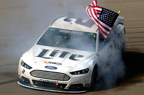 Brad keselowski wins in vegas as dale earnhardt jr runs for La motors las vegas