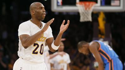 Jodie Meeks' career-high 42 points lead Lakers past Thunder, 114-110