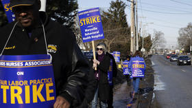 Nurse's strike continues at Maryville facility in Des Plaines