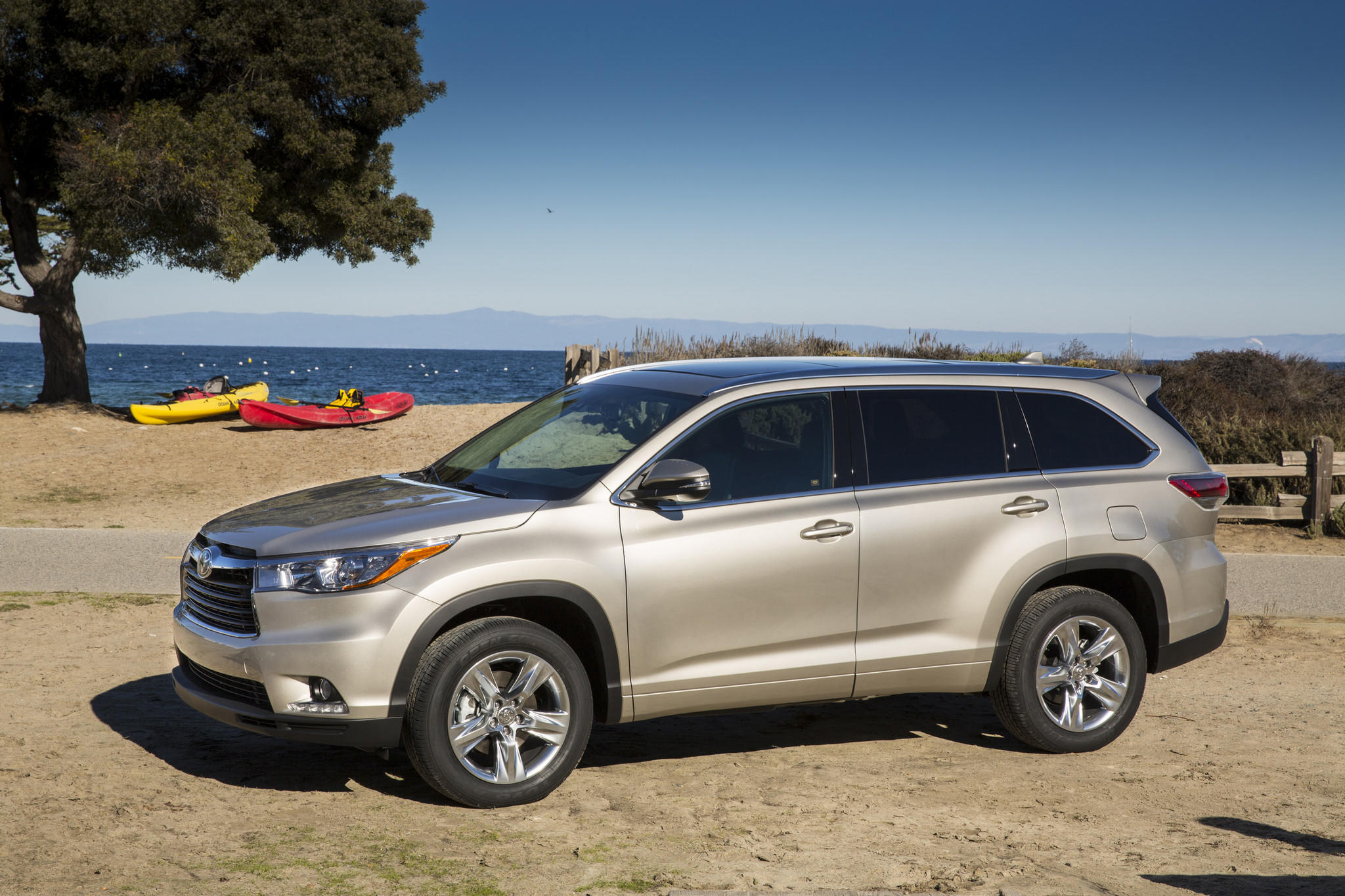 Toyota is recalling more than 7,000 of its 2014 Highlander crossovers to fix a potential issue with the seat belt for the middle seat in the third row.
