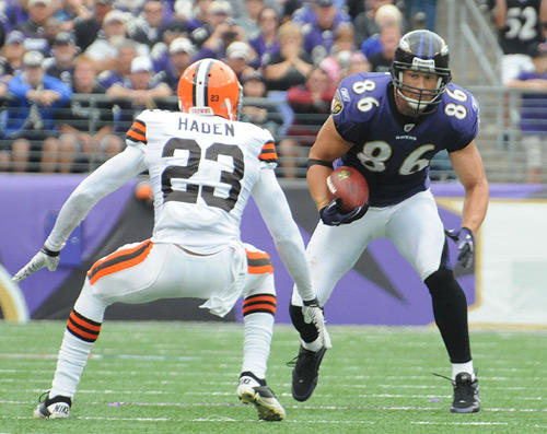 "<a class=""taxInlineTagLink"" id=""PESPT000008626"" title=""Todd Heap"" href=""/topic/sports/football/todd-heap-PESPT000008626.topic"">Todd Heap</a> tries to put a move on a Browns defender after a catch."