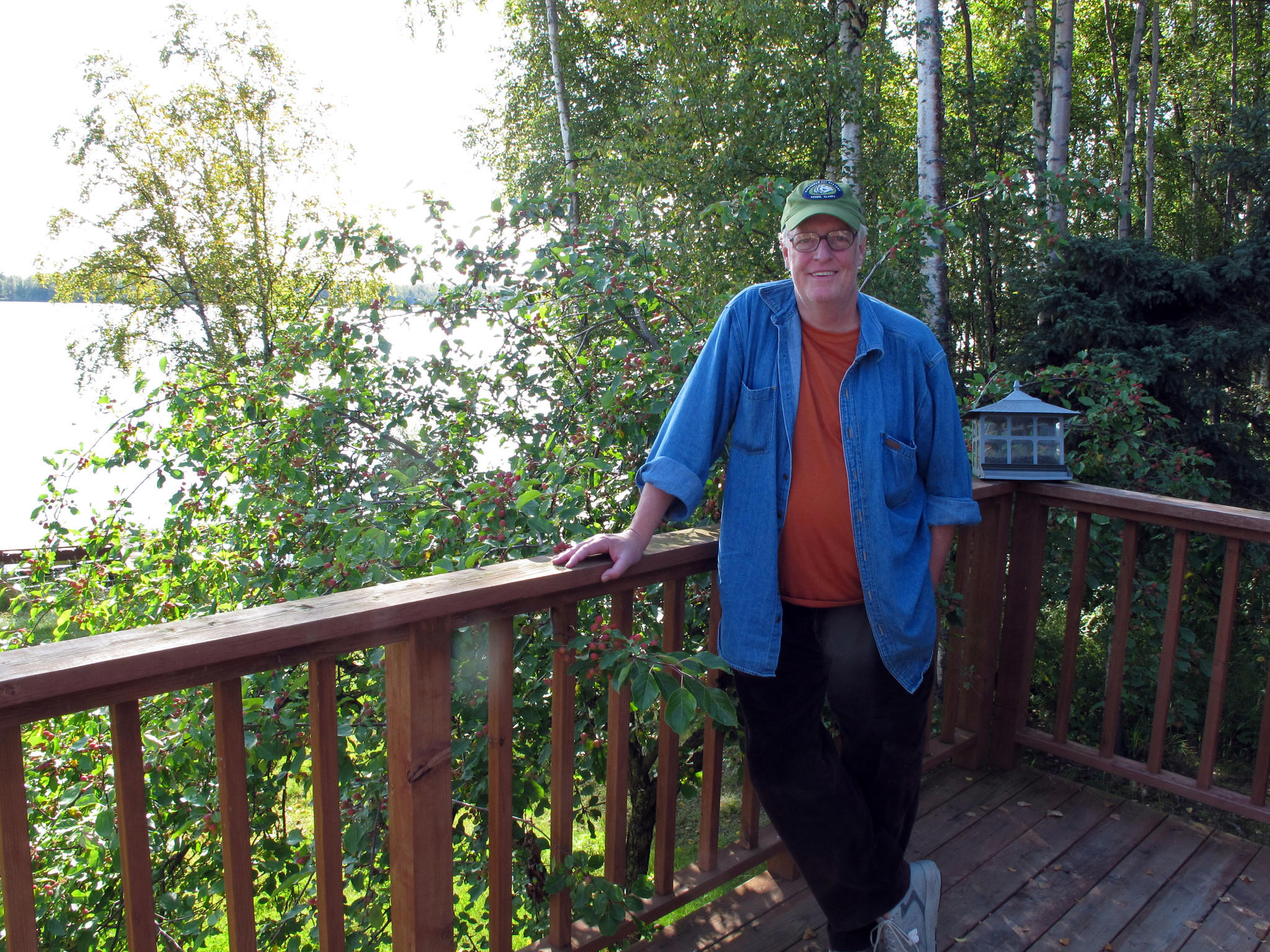 "Author Joe McGinniss at the home he rented next door to Sarah Palin to write his book about her, ""Going Rogue."" McGinniss, the adventurous and newsmaking author, has died from complications of prostate cancer."