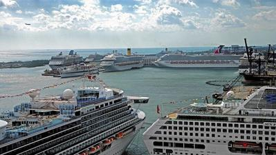 Executives target first-time cruisers at convention
