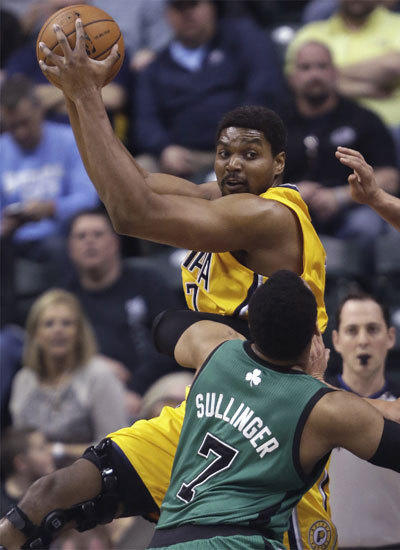 Andrew Bynum makes encouraging debut with Indiana Pacers ...