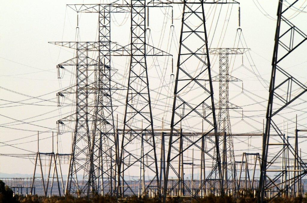 A federal report warns that the entire country could suffer a year-long blackout if only a handful of large electrical transformers are disabled.