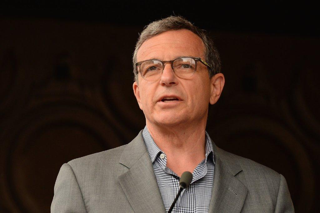 Walt Disney Co. Chairman and Chief Executive Robert Iger is scheduled to vacate his two positions when his current deal ends on June 30, 2016.