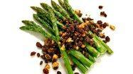 Recipe: Asparagus with hazelnuts and seasoned currants
