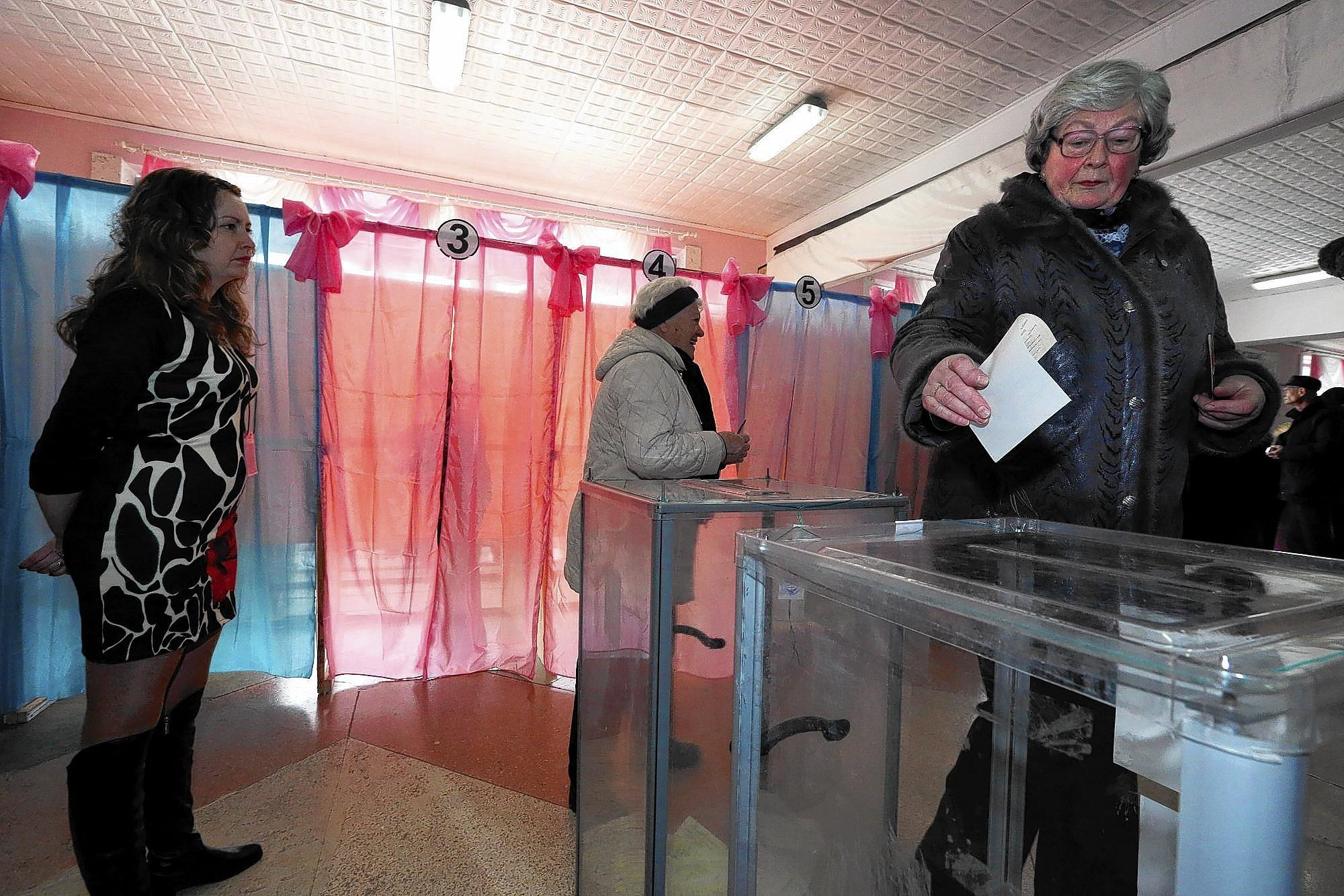 People in Perevalne, Crimea, vote on breaking away from Ukraine.