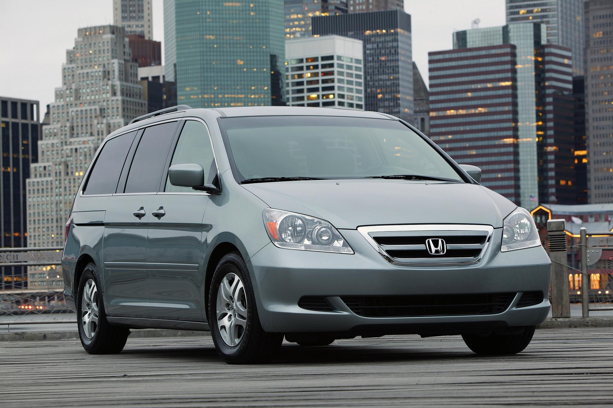 honda recalling 900 000 odyssey minivans due to fire risk hartford courant. Black Bedroom Furniture Sets. Home Design Ideas