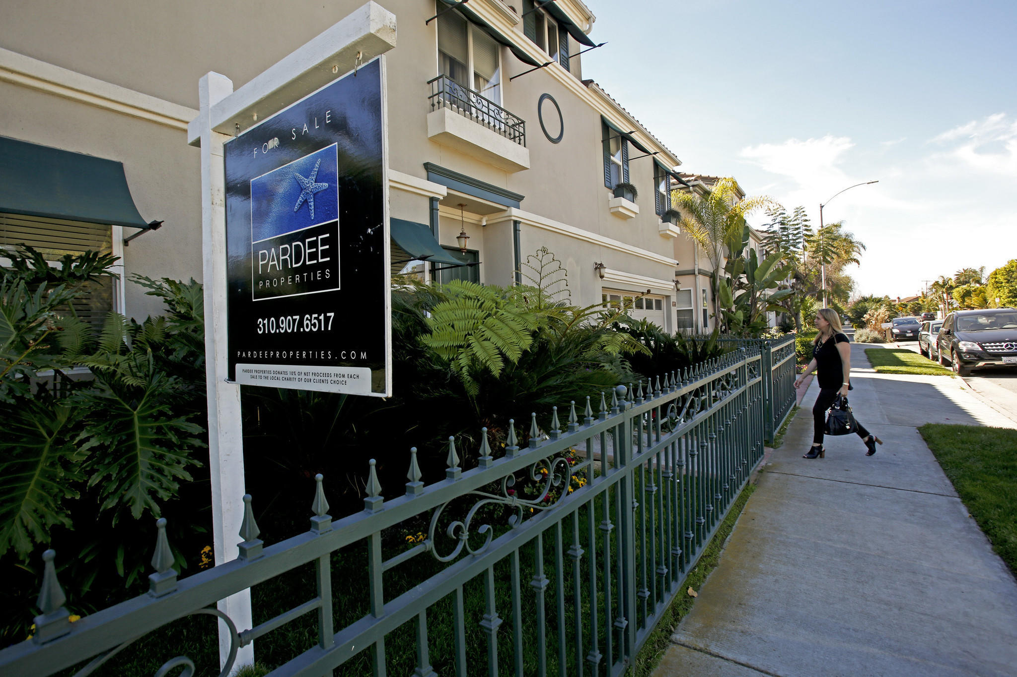 An Open House At A Home For Sale In Venice In 2014 (anne Cusack