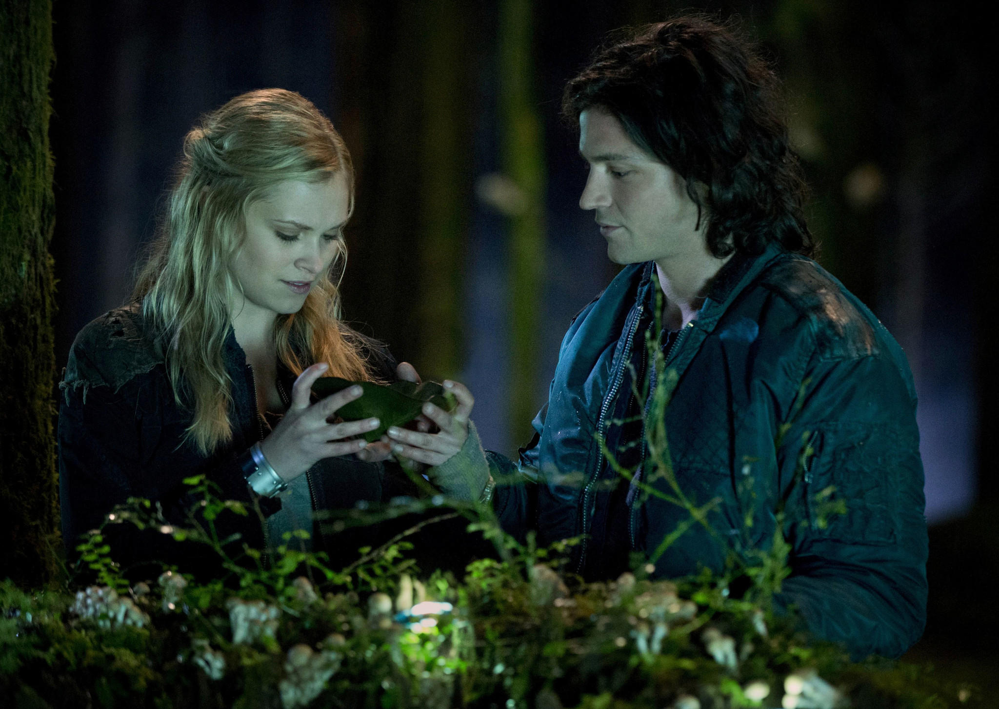 "Eliza Taylor and Thomas McDonell star in ""The 100."""