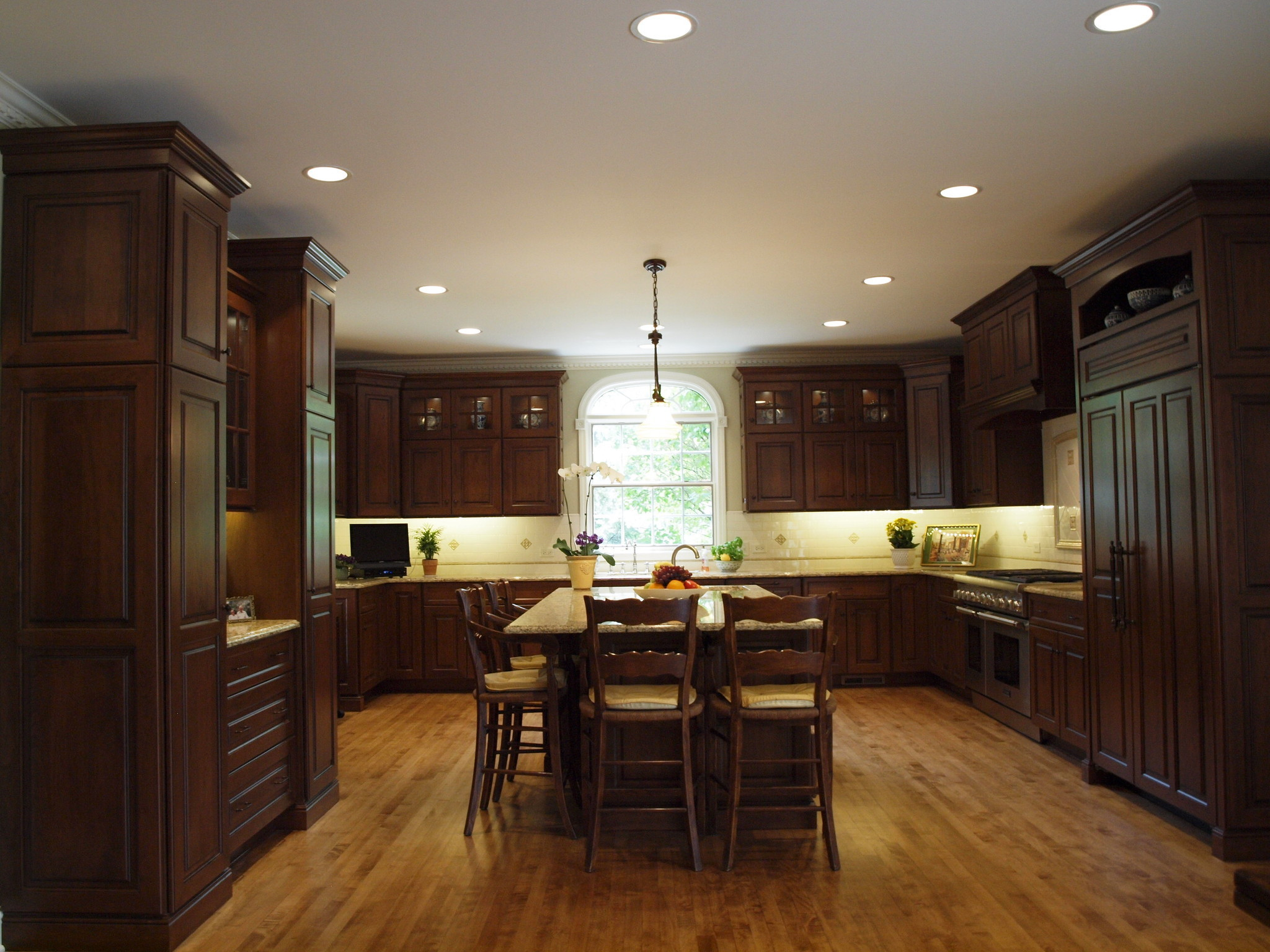 Large Kitchen Layout How To Make A Large Kitchen Layout Work The Doings Hinsdale