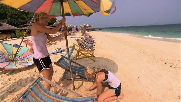 The twins, who are also former lifeguards, choose to set up chairs and umbrellas for their next clue.