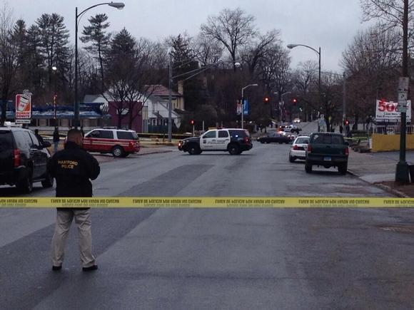 La polica de Hartford evacu la Avenida Farmington y la Calle Laurel la maana del jueves. (Alan Chaniewski, FOX CT / 20 de marzo del 2014)