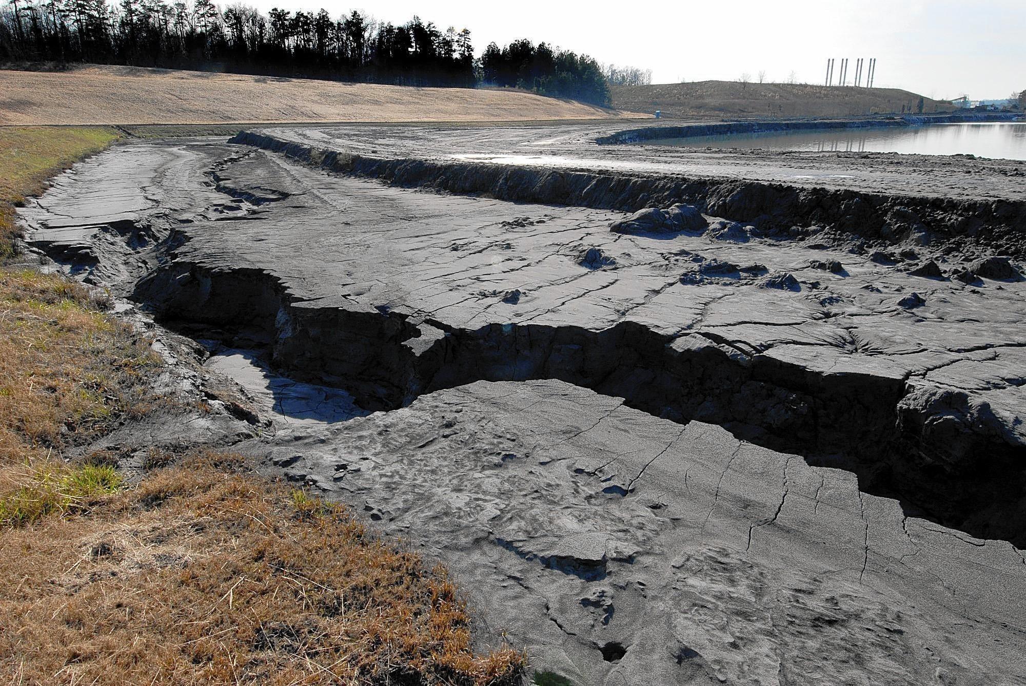 N c regulators again cite duke energy over coal ash la