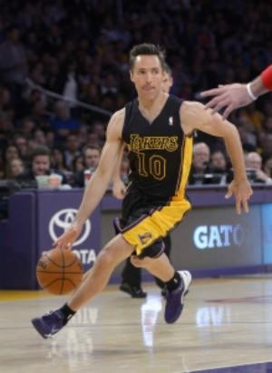 Steve Nash had 11 assists in 19 minutes for the Lakers on Friday.