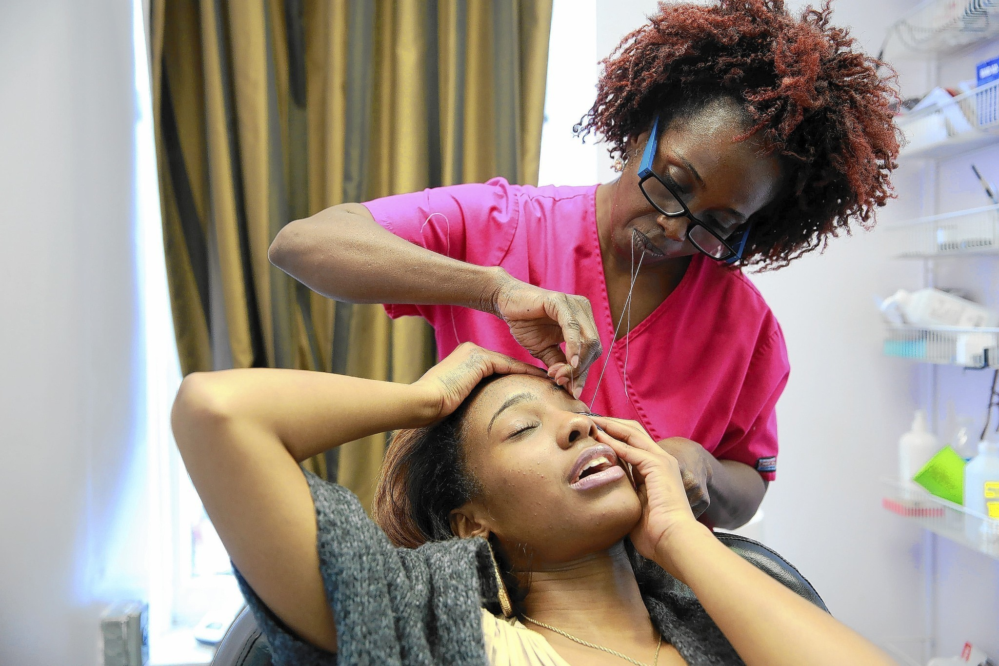Hyde Park Salon At Center Of Lawsuit Chicago Tribune