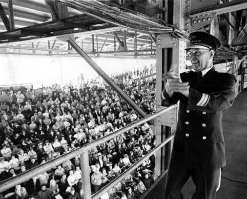 Chicago 39 S Version Of Mitch Miller Stands On The Catwalk Of Wrigley