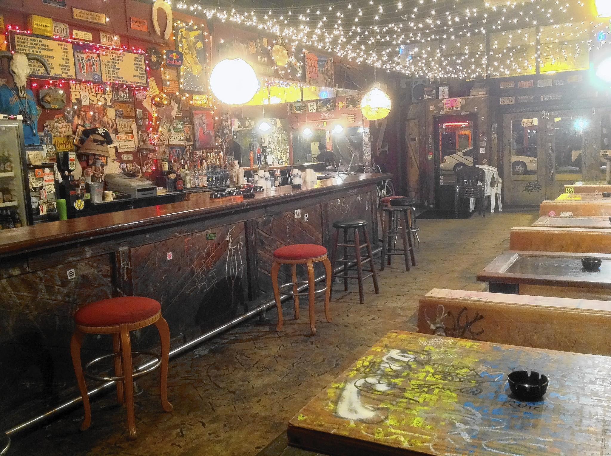 Roundup of central florida dive bars tribunedigital for Bar dive
