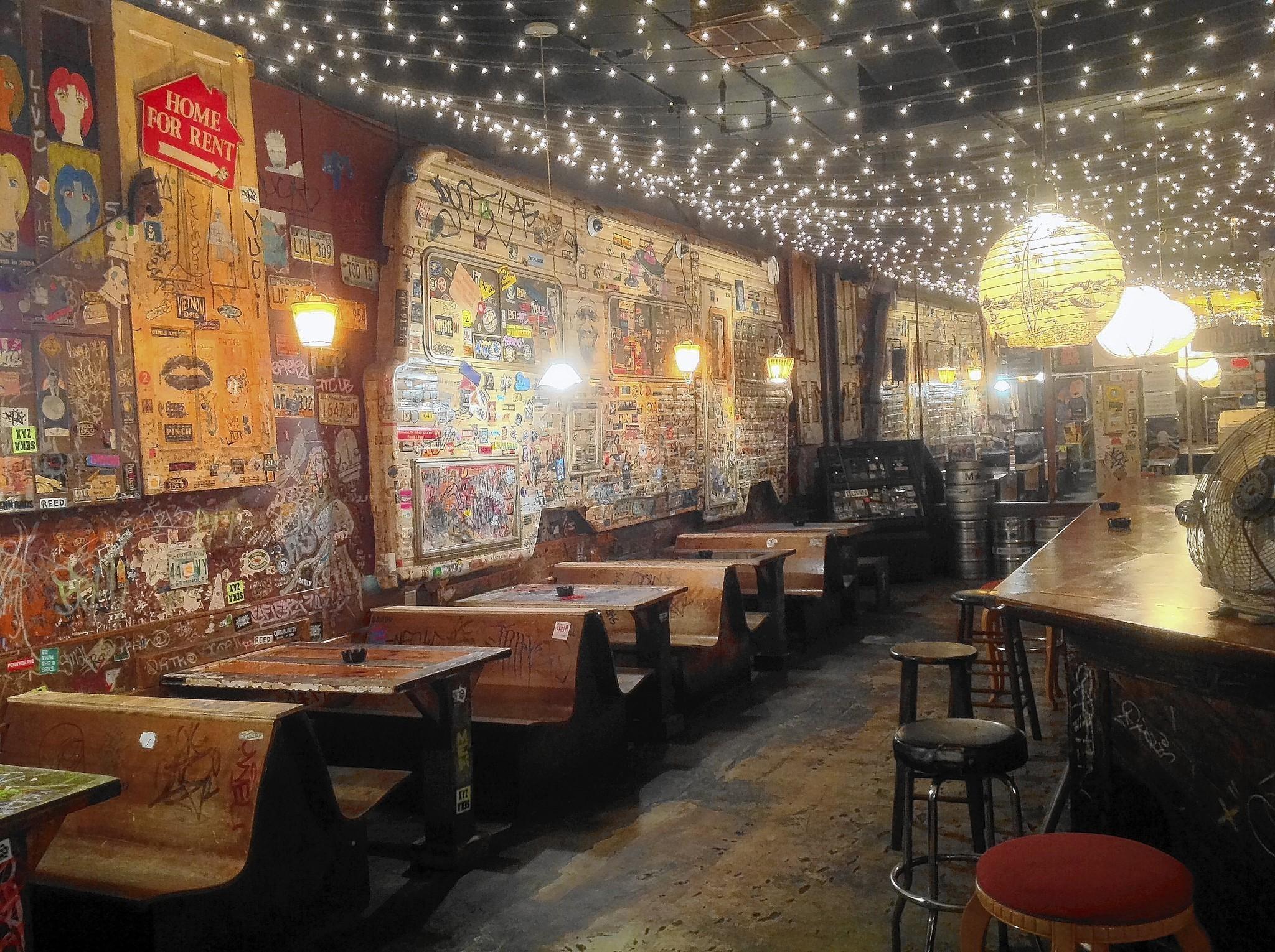 A look at central florida dive bars orlando sentinel for Bar dive