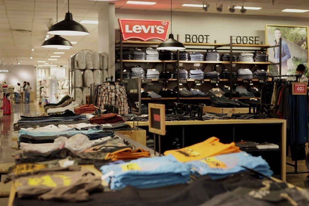 levi strauss eliminating 800 jobs to cut costs latimes. Black Bedroom Furniture Sets. Home Design Ideas