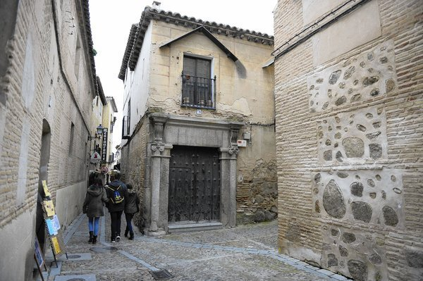 After expelling Jews in 1492, Spain considers inviting them back