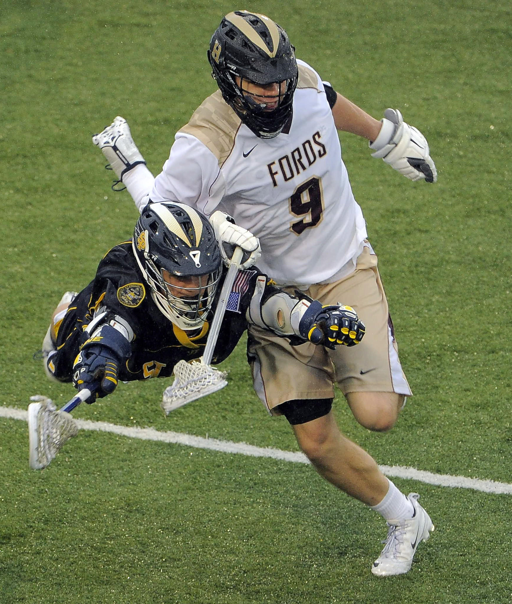 St. Paul's attackman Carter Flaig dives in front of Haverford defenseman Noah Lejman (9).