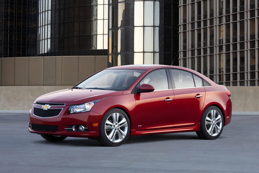 GM is recalling 2013 to 2014 Chevy Cruze1.4-liter turbo, or LT, models for possible axle fractures.