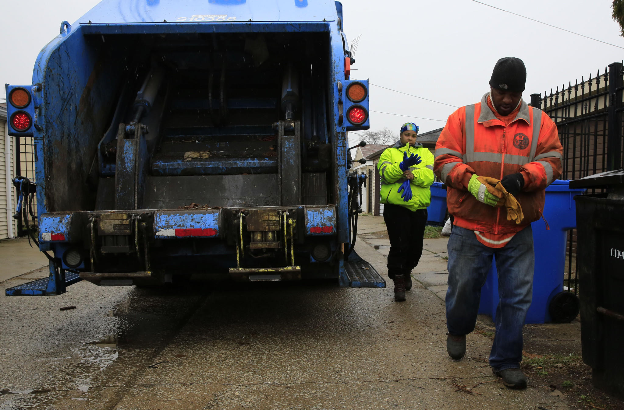 City Streets and Sanitation laborers Jauyonta Morris, left, and Steven Lewis collecting refuse under the older, ward-based system.