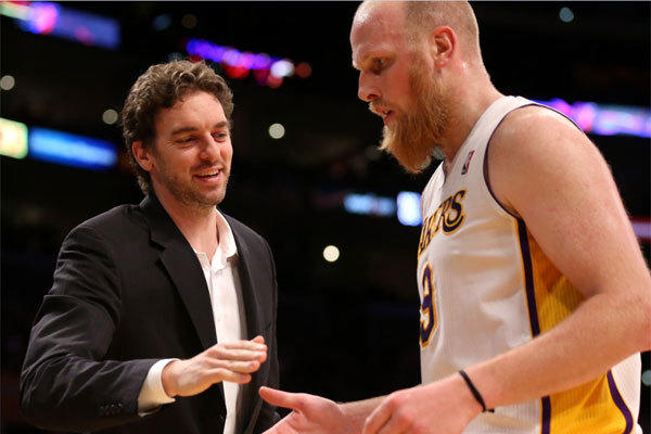 Pau Gasol greets Chris Kaman as he comes out of a game against the Phoenix Suns at Staples Center.