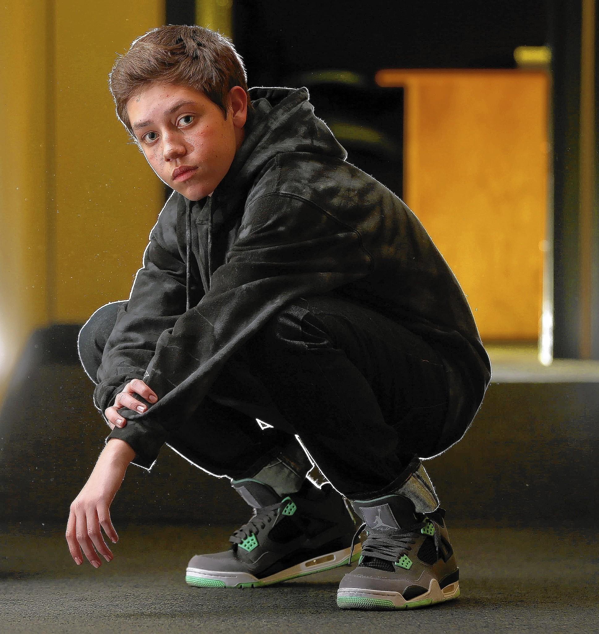Ethan Cutkosky Gets Room To Grow In Shameless Tribunedigital - Carl's cool cars