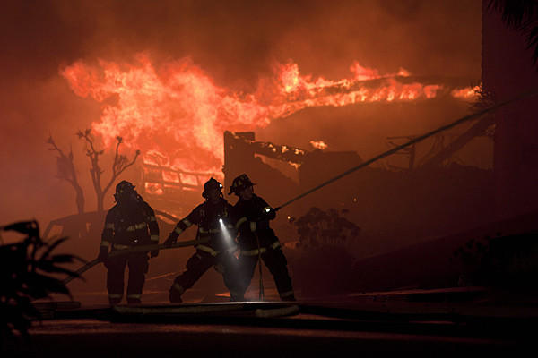 Firefighters battle the flames after the 2010 pipeline explosion in San Bruno.