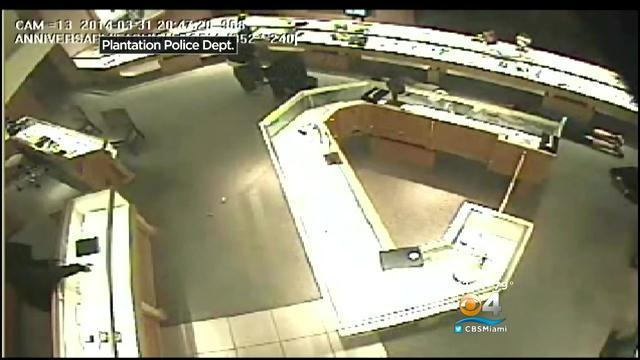 Jared Jewelers Robbery Caught On Camera Chicago Tribune