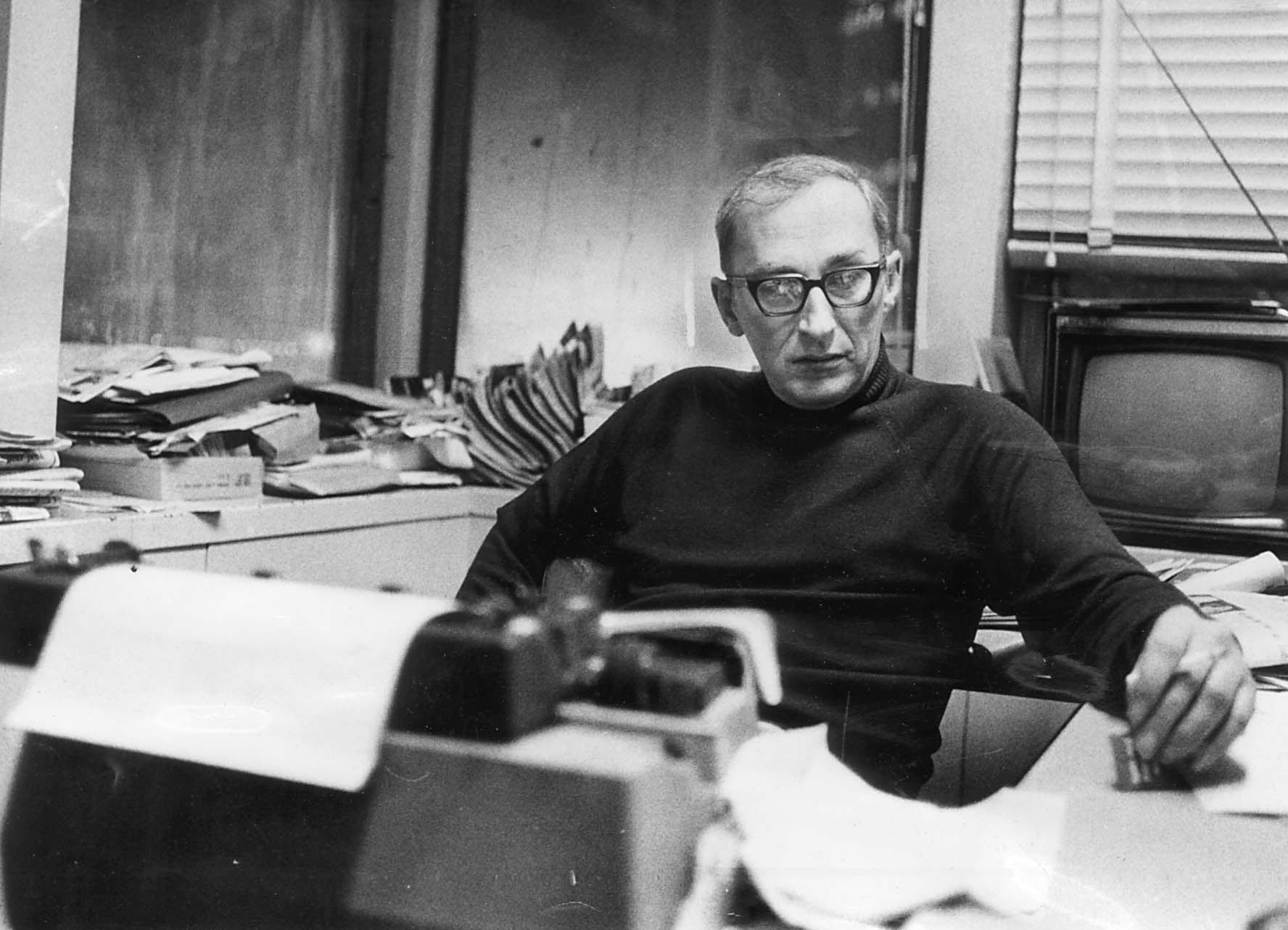 Mike Royko in December 1974.