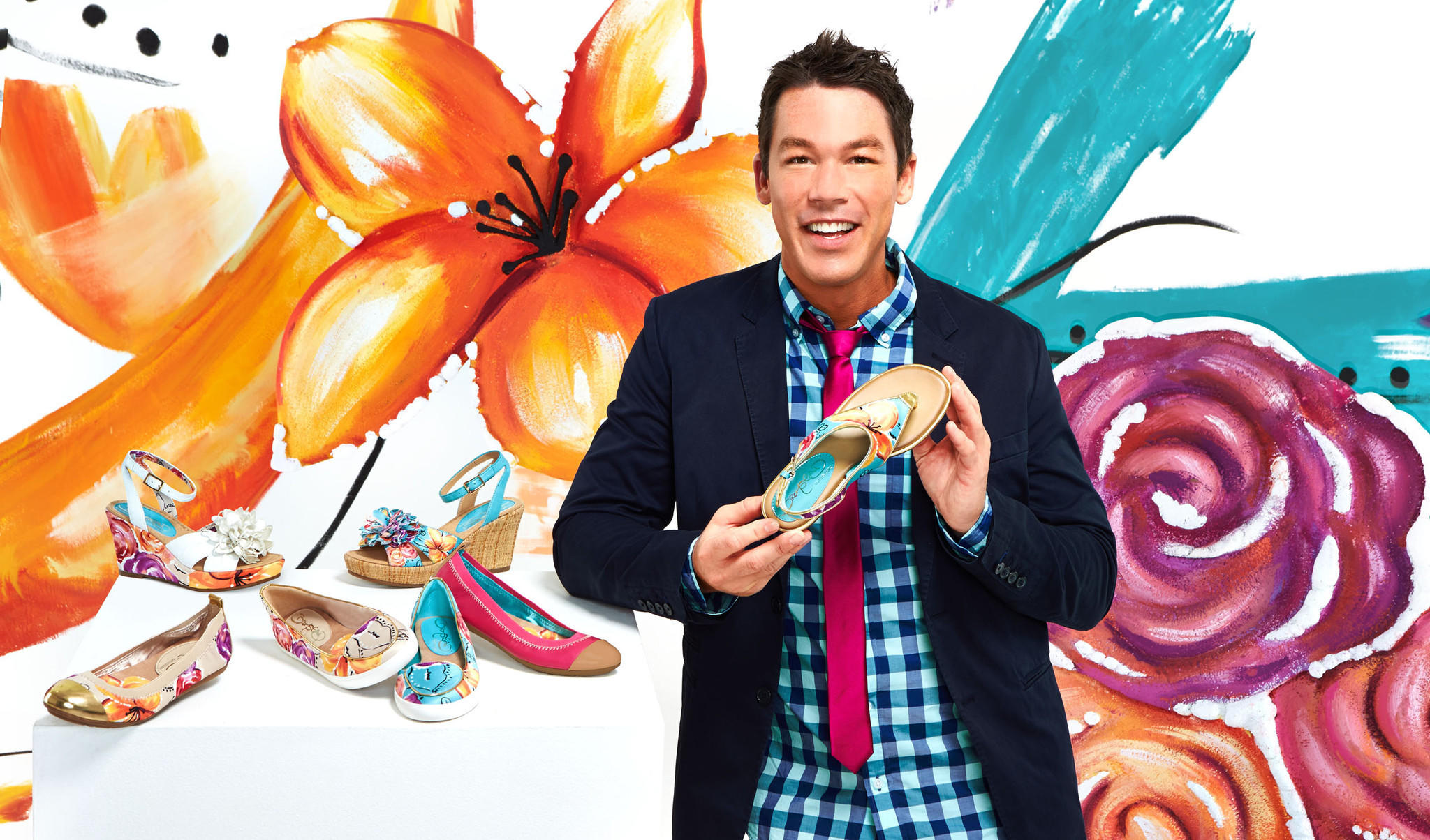 Hgtv interior designer david bromstad partners with for David hgtv designer