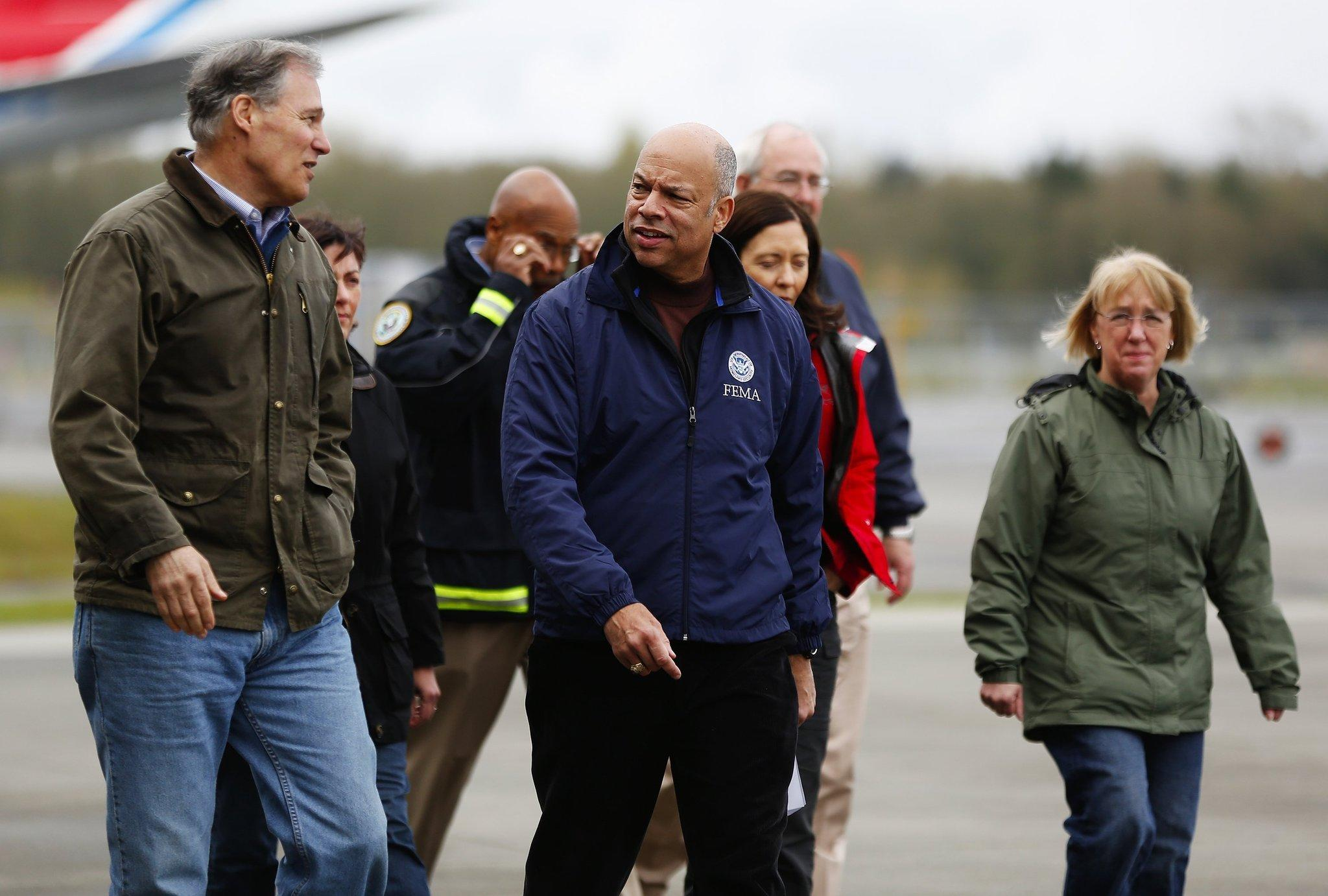 Washington Gov. Jay Inslee, left, joined by Homeland Security Secretary Jeh Johnson, center, and Sen. Patty Murray (D-Wash.), right.