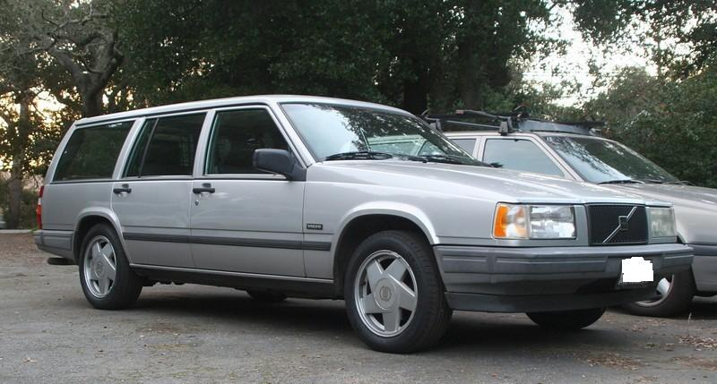 The LAPD released a generic photo of an early 1990s Volvo 740 Series Wagon that could be connected to the Dec. 27 fatal hit-and-run of David Pregerson, son of U.S. District Judge Dean D. Pregerson.