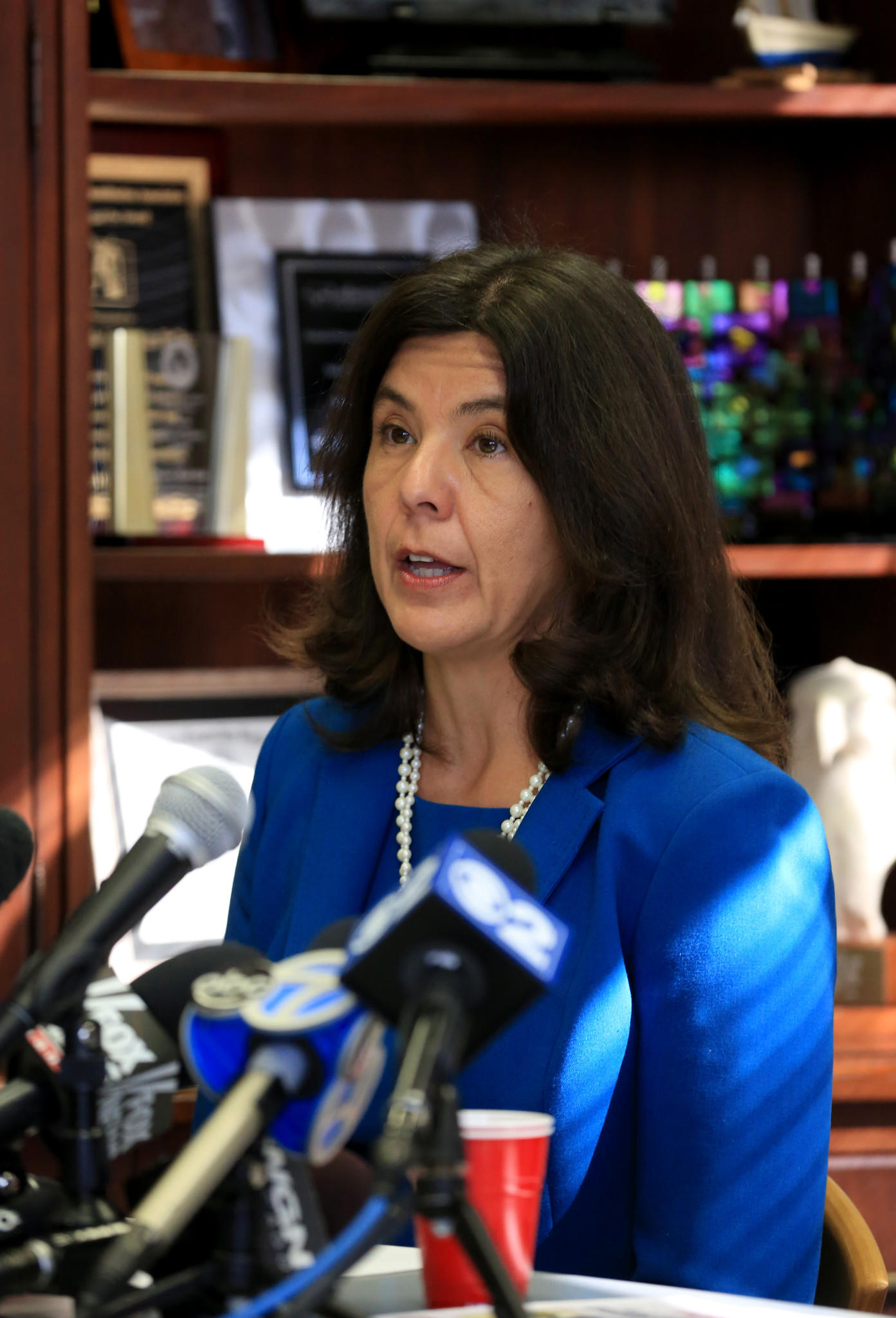 Cook County State's Attorney Anita Alvarez along with U.S. Sen. Mark Kirk (R-Ill.) outline steps Congress can take to support local law enforcement in the fight against sex trafficking during a press conference in Chicago.
