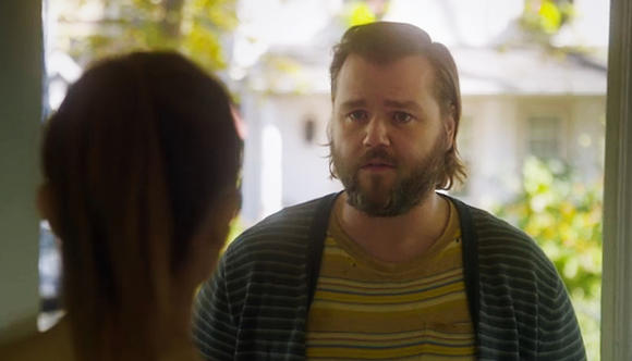 Television Review: The pleasant, likable Tyler Labine levitates the stoner comedy 'Deadbeat' above some predictable jokes and half-baked gags