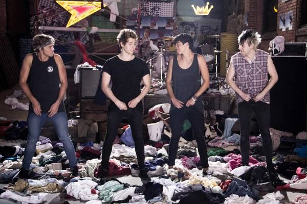 "The Australian boy band 5 Seconds of Summer entered the Billboard 200 chart at No. 2 on Wednesday with its ""She Looks So Perfect"" EP."