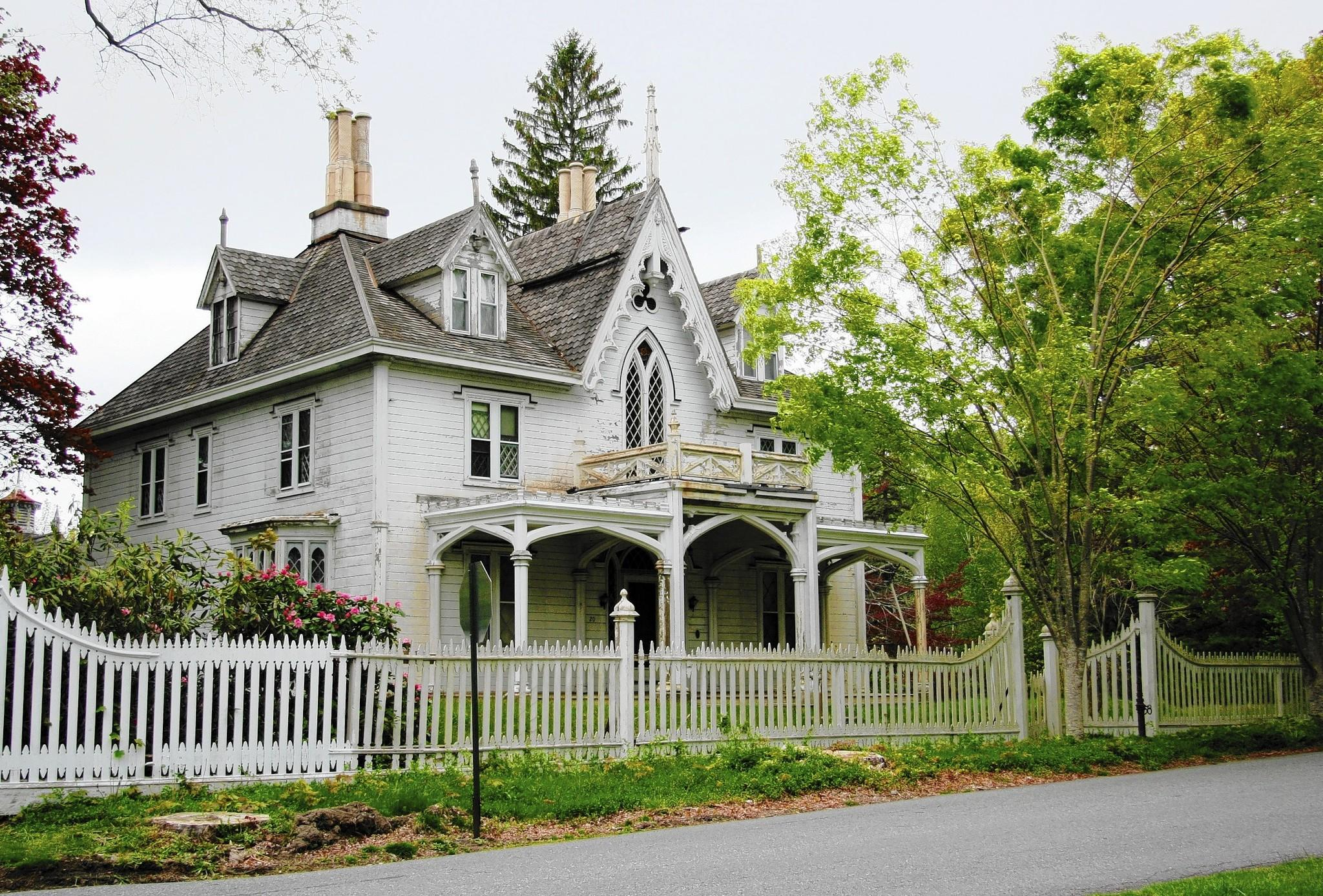 Owner 39 s neglect demolishing historic thompson house mario for Old style homes built new