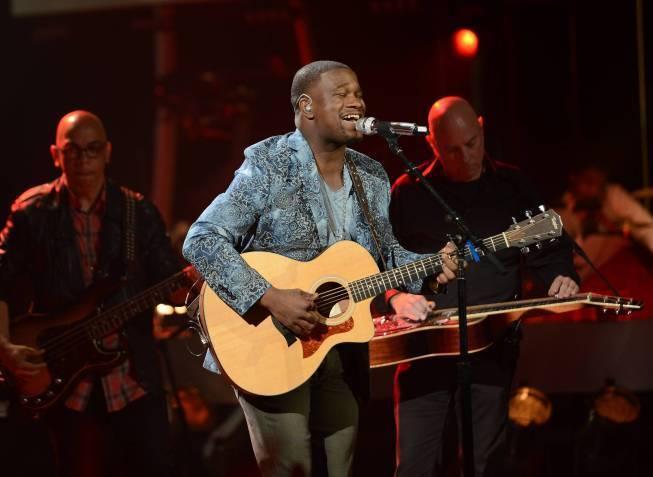 """C.J. Harris performs on """"American Idol."""""""