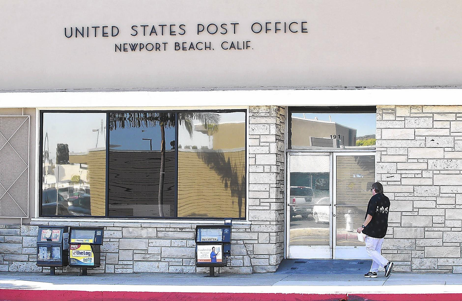 The post office at 191 Riverside Ave. in Newport Beach.