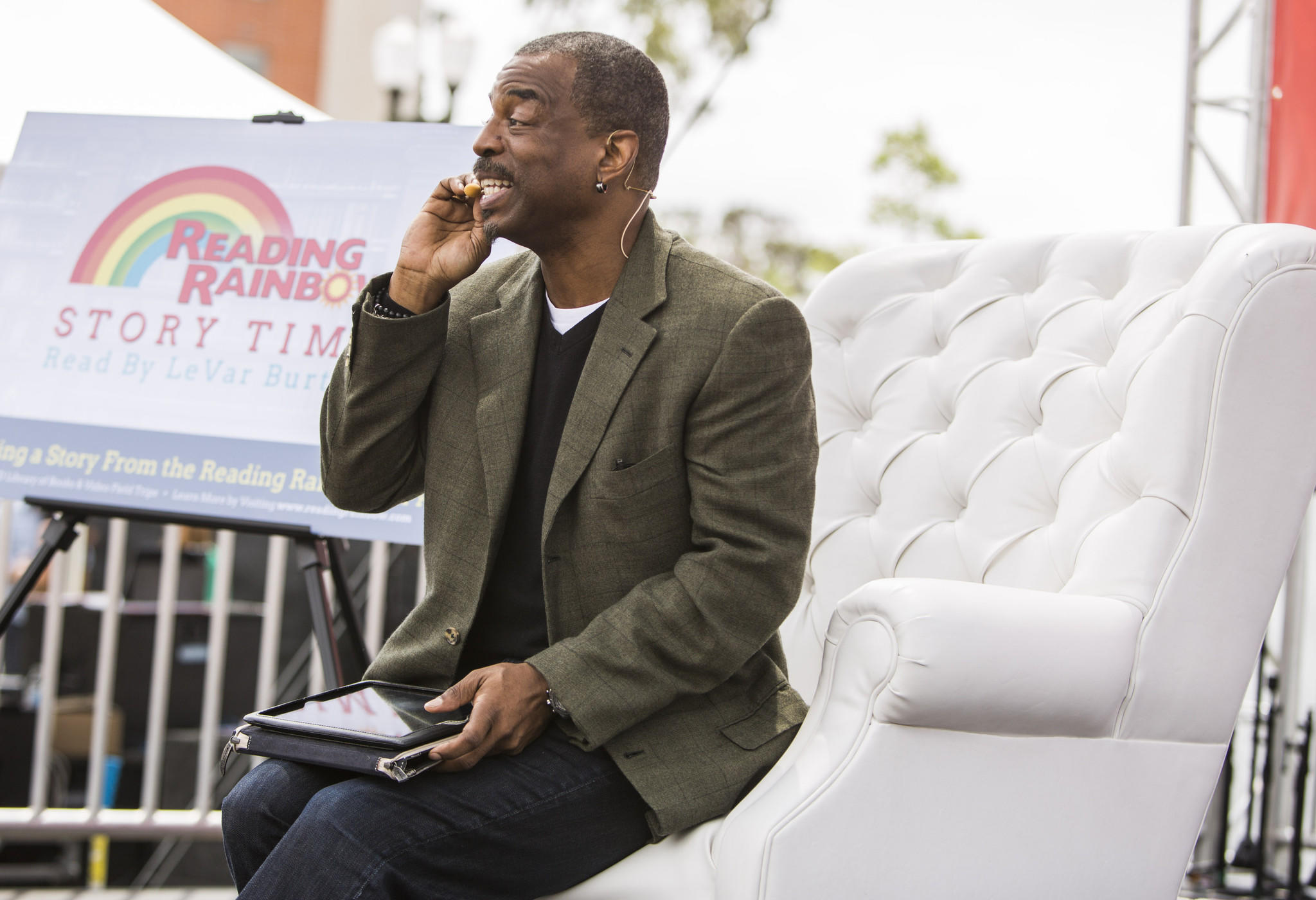 LeVar Burton does a Reading Rainbow Live session at the Los Angeles Times Festival of Books.