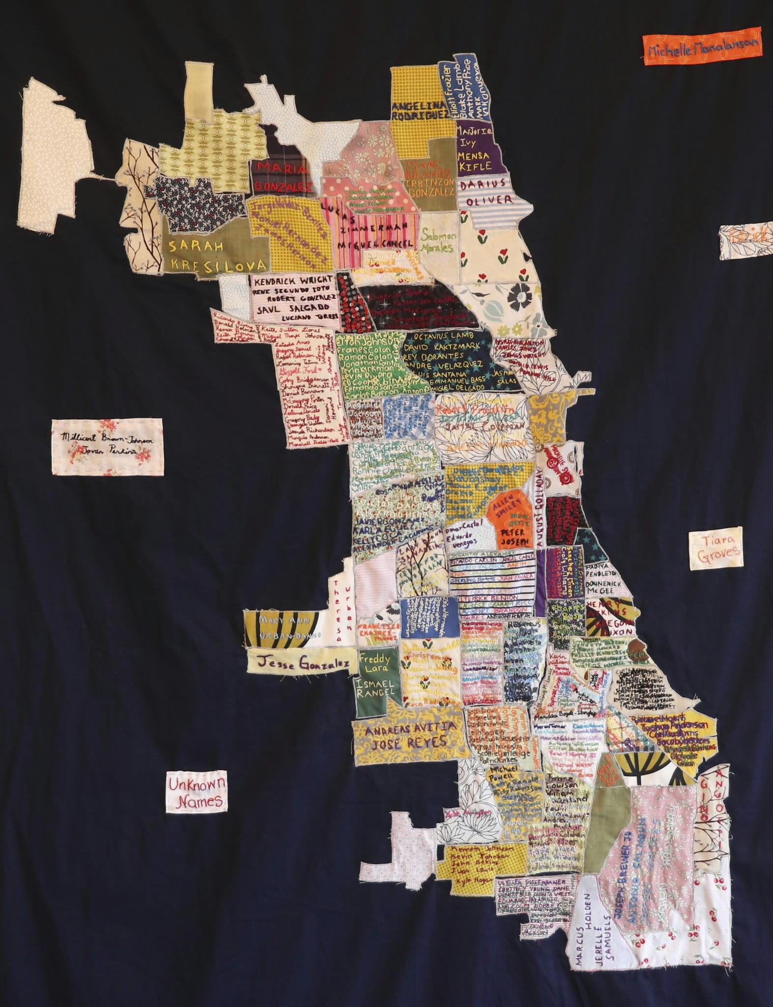 Quilt on display with names of Chicagos homicide victims You