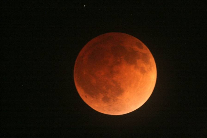 Reader Nick Warner captured the 'Blood Moon' above La Cañada Flintridge.