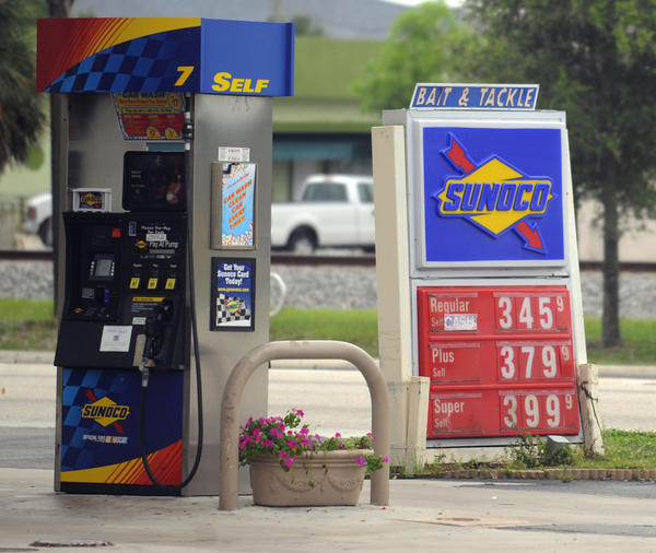 Palm Beach County on April 22 will consider whether to impose regulations on gas stations' roadside signs, which sometimes advertise prices lower than what customers end up paying.