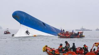 South Korean ferry sinks: Four dead, hundreds missing