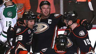 Ducks open playoffs with 4-3 victory over Dallas Stars
