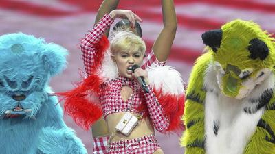 Miley Cyrus presents a spectacle on 'Bangerz' tour
